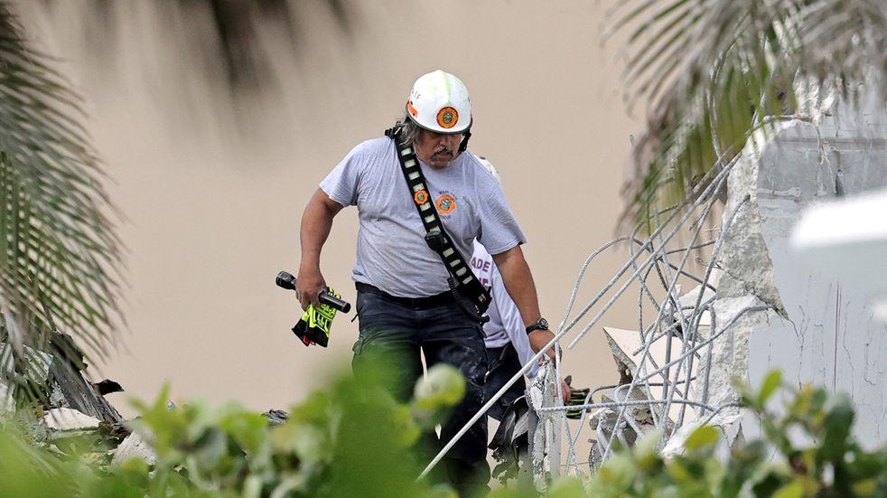 Derrumbe en Miami: hay al menos 99 personas desaparecidas