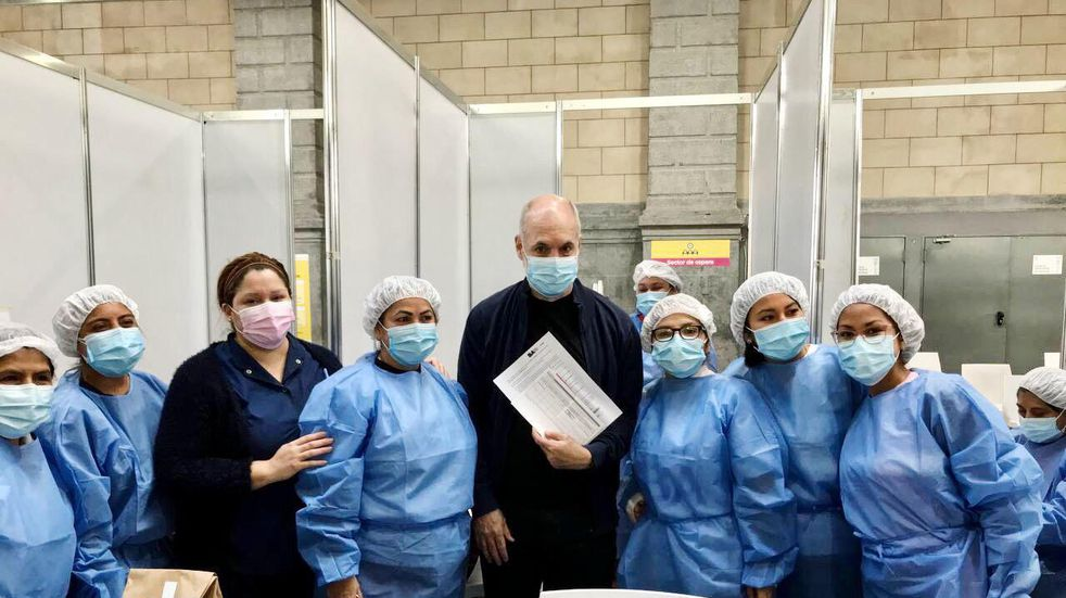 """Horacio Rodríguez Larreta recibió la pimera dosis contra el COVID-19: """"Vaunarse es cuidarnos"""""""