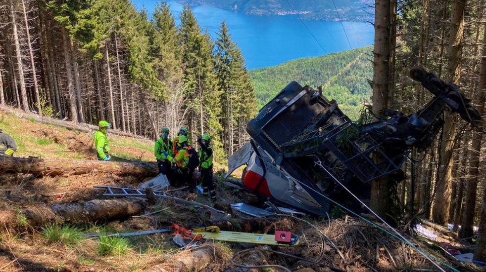 La caída de un teleférico dejó 13 muertos en Italia