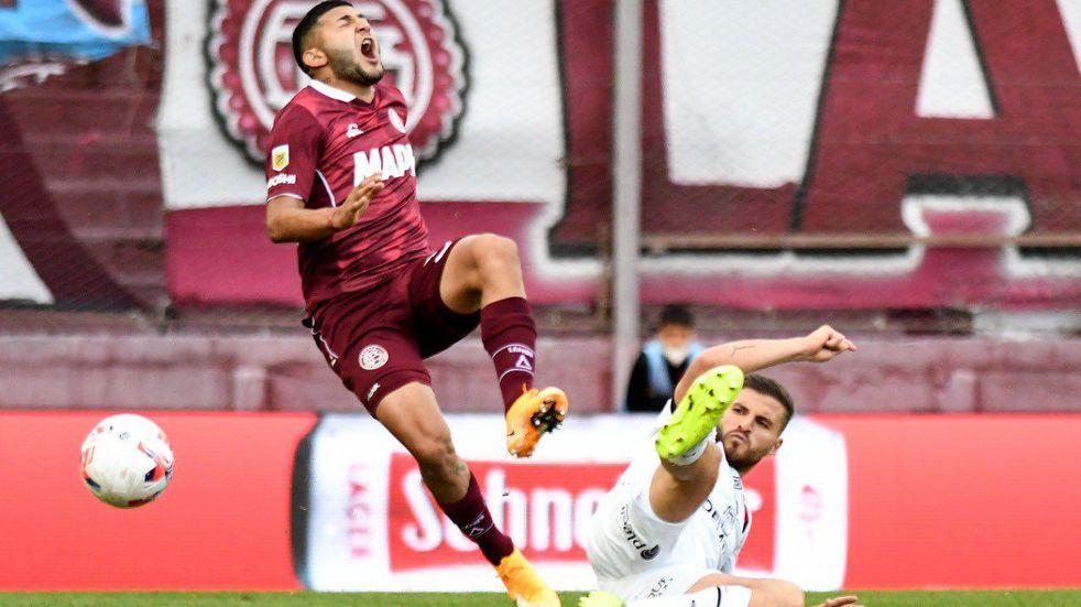 Julián Fernández se lesionó en el último partido frente a Lanús y se perderá al menos tres compromisos con Newell's. (@Newells)