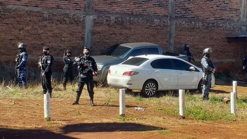 San Vicente: hallaron automóviles preparados para contrabando