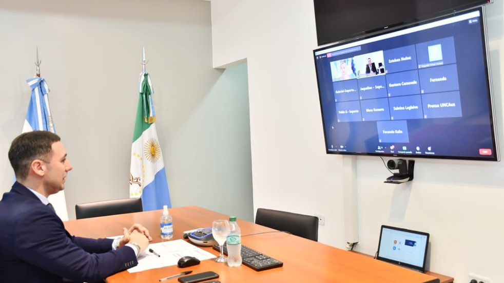 El rector de la UNCAUS disertó en las Jornadas Académicas de Formación e Investigación