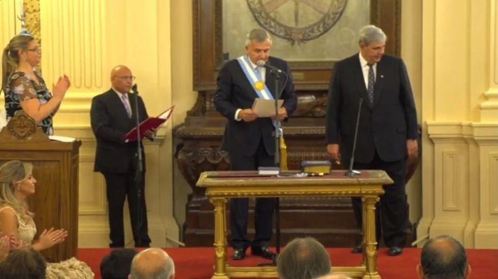Después de jurar, Morales tomó posesión de la gobernación por cuatro años más
