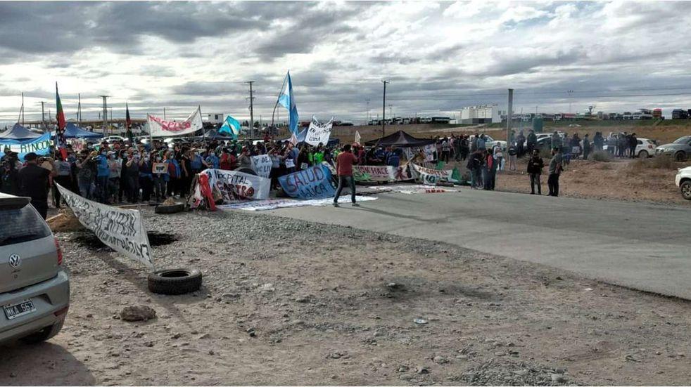 Petroleras utilizan aviones para esquivar los piquetes del personal de salud en Neuquén