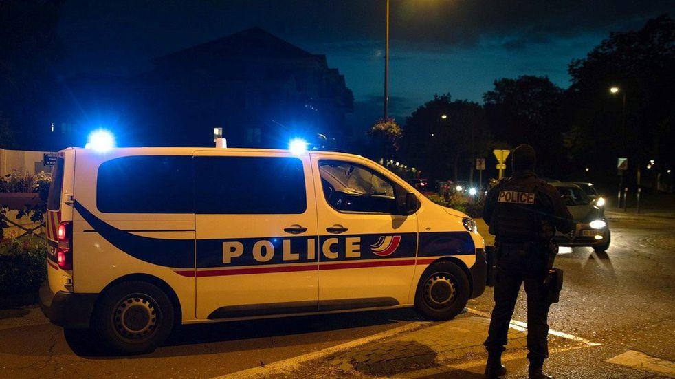 La policía desarticuló una orgía clandestina en Francia con más de 80 personas