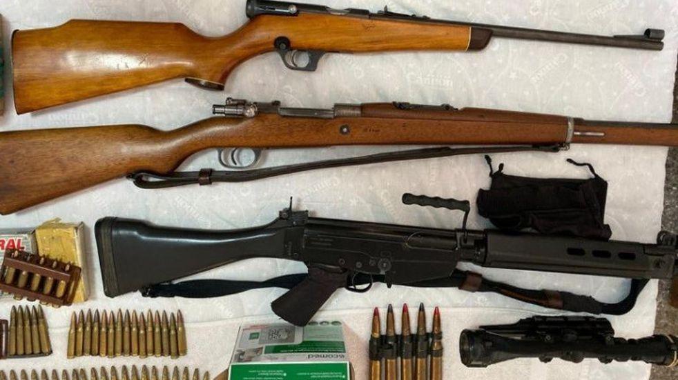 Encontraron un arsenal donde había armas del ejército