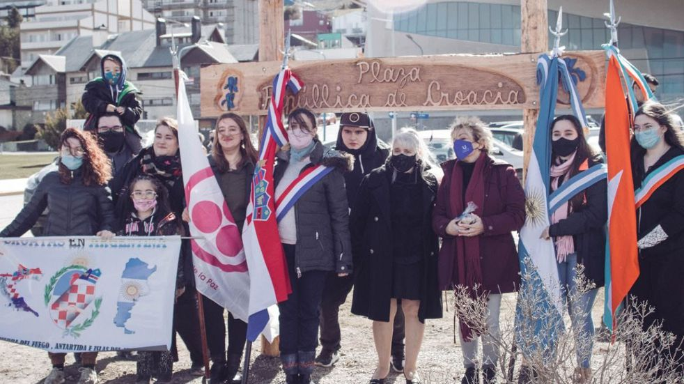 El acto se realizó en la Plaza Republica de Croacia junto a antiguos pobladores croatas y sus descendientes.