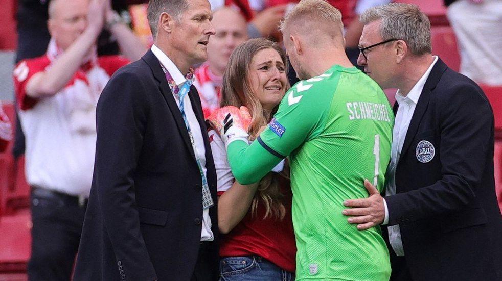 La desgarradora reacción de la esposa de Christian Eriksen tras desplomarse en pleno partido