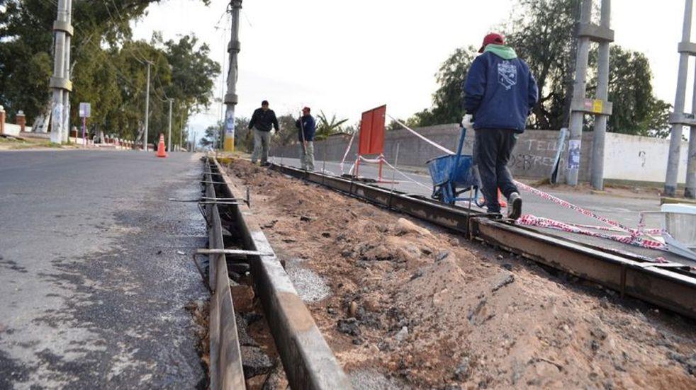 Realizan obras para reorganizar el transito en la zona de la UNLaR