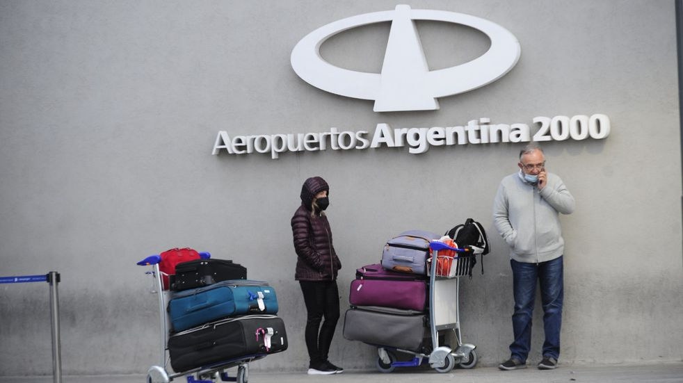 """El Gobierno defendió las restricciones a los vuelos: """"Van a tener que volver, lamentablemente, un poquito más tarde"""""""