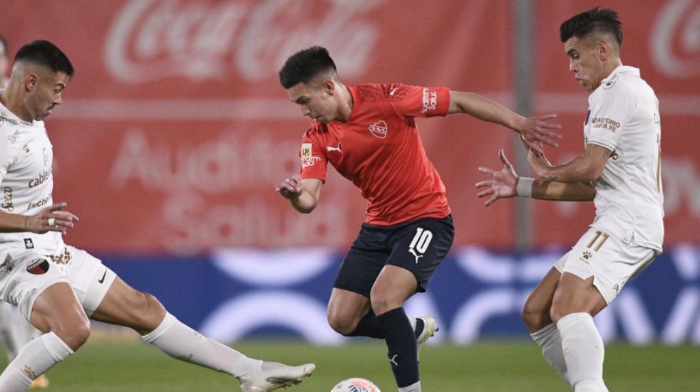 Liga Profesional: Independiente goleó a Colón por 3-0 y volvió a la punta del torneo