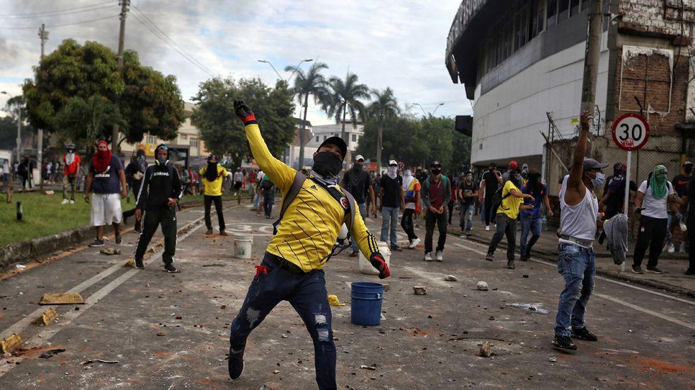 """En Colombia continúan las protestas y la represión policial: """"La Policía nos está atacando"""""""