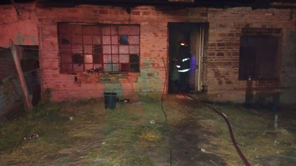 Incendio en una vivienda y un automóvil: sospechan de intencionalidad