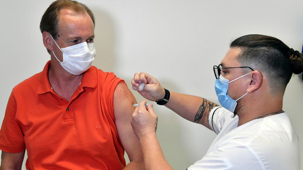 Gustavo Bordet recibió la vacuna contra el coronavirus