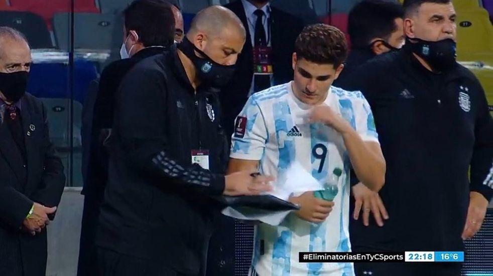 El futbolista de Calchín Julián Álvarez debutó en la Selección Argentina ante Chile