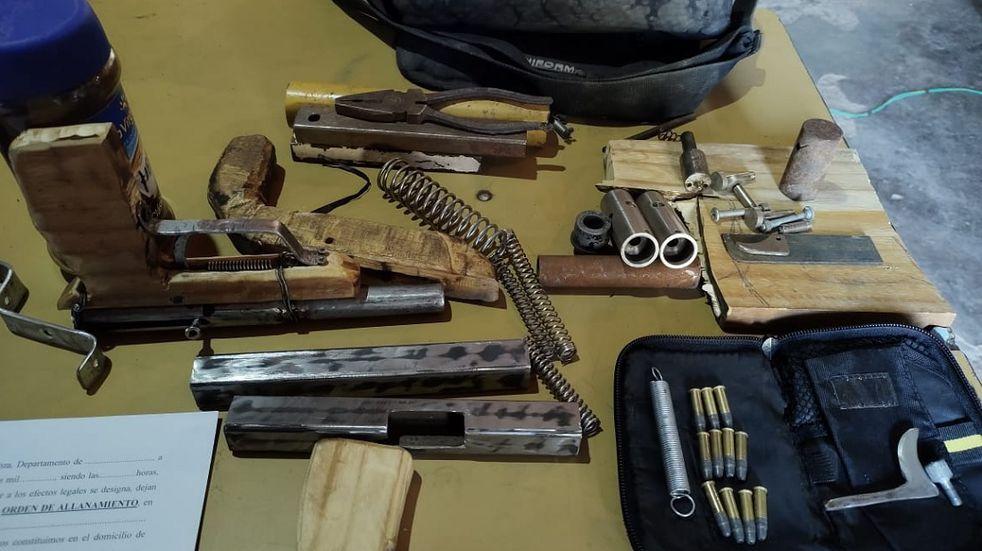 Lavalle: allanaron una casa donde fabricaban armas tumberas