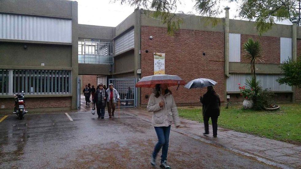 PASO 2021: un hombre de 87 años falleció luego de votar en una escuela de Córdoba