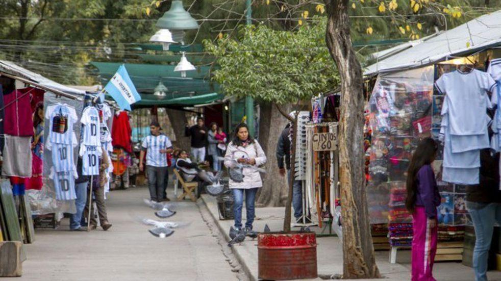 Denunciaron invasión de vendedores ilegales en el Parque San Martín