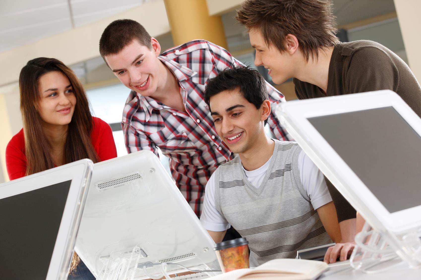 Jóvenes en el trabajo (Ilustrativa/Web)