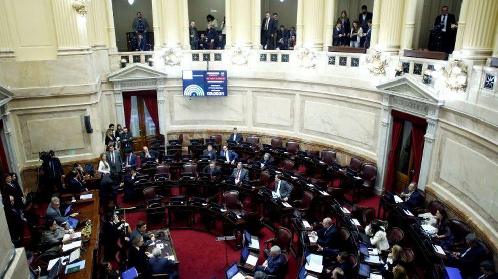 El Senado oficializó recortes en busca de una disminución del 30% del gasto