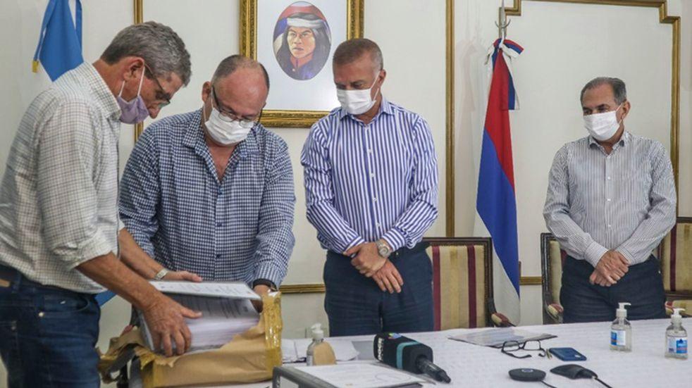 Se desarrolló la apertura de sobres para la licitación de obra de saneamiento del Arroyo Itá en Posadas.