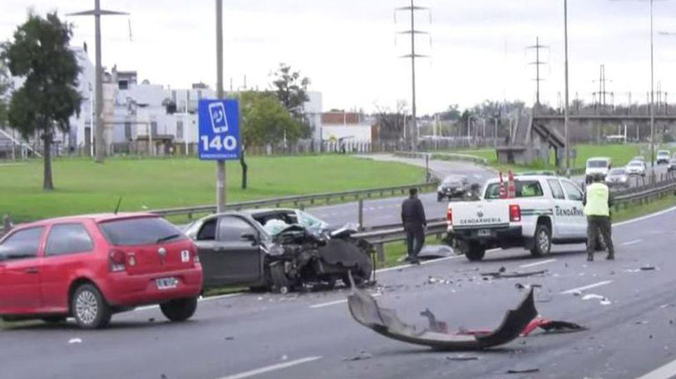 Choque múltiple en Panamericana: murieron dos jóvenes de 19 años y hay ocho heridos