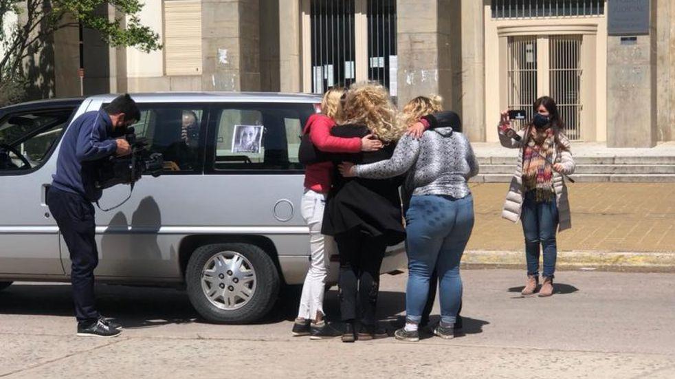 Último adiós a Eliana: despidieron sus restos y exigieron justicia