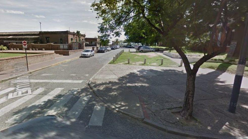 Un joven murió al chocar contra una columna en la zona de la costanera
