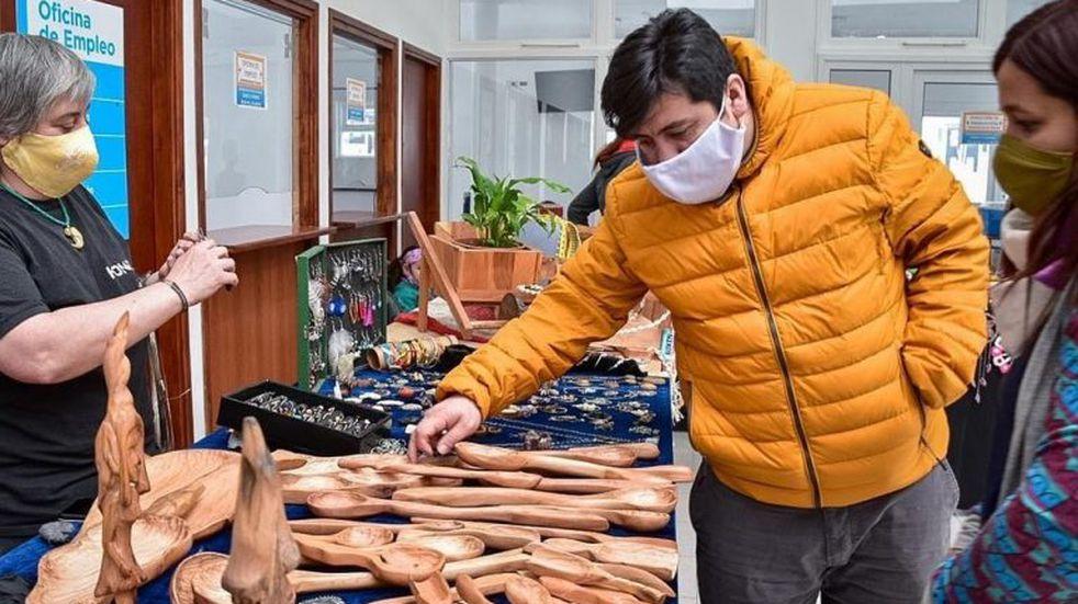 Continuarán las ferias de artesanos, manualistas y artistas de Tolhuin