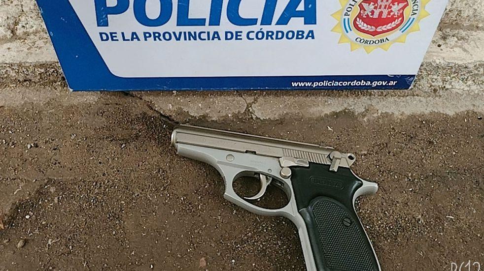 Volvía de trabajar, guardaba el auto y lo balearon en barrio Ituzaingó: dos detenidos