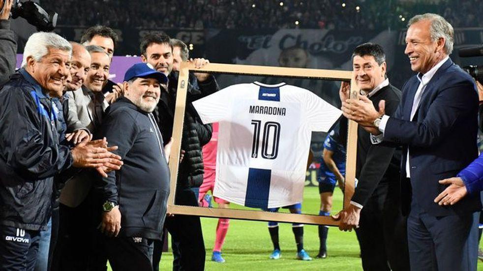 El homenaje para Maradona, el premio para Talleres
