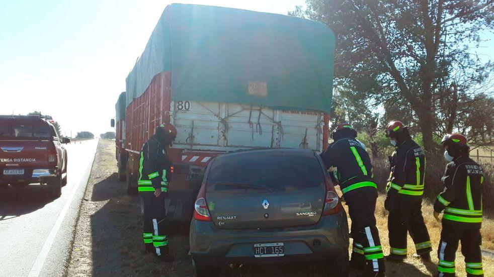Cuatro personas fallecidas en un accidente vial cerca de Intendente Alvear