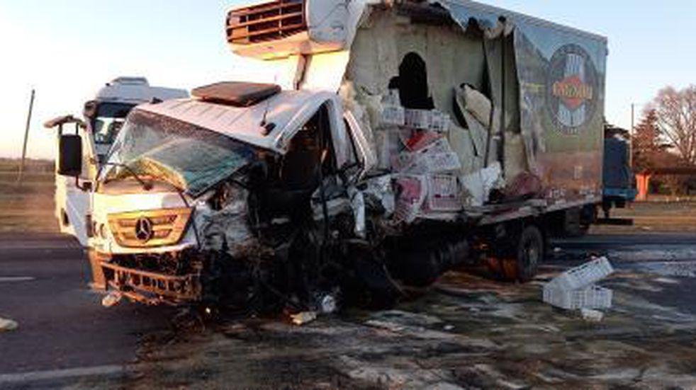 Ruta 3: chocaron dos camiones y un conductor debió ser hospitalizado