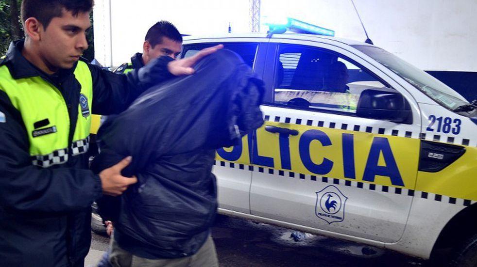 Detuvieron a un hombre acusado de apuñalar a otro en un robo