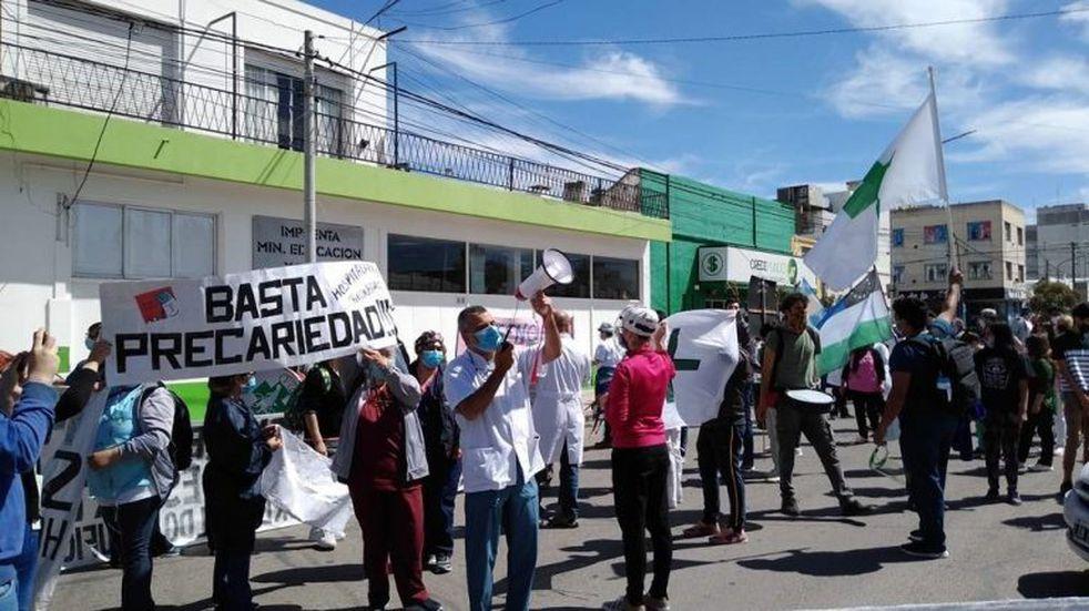 Trabajadores de la salud marcharon en Viedma por mejores salarios