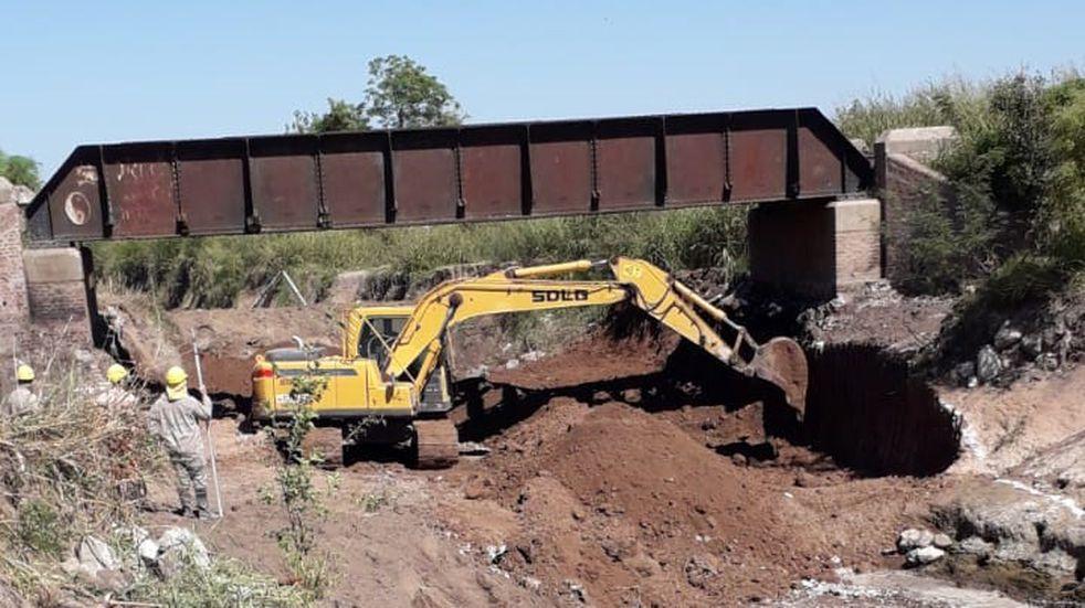 Canal Vila - Cululú: remueven el puente ferroviario NCA