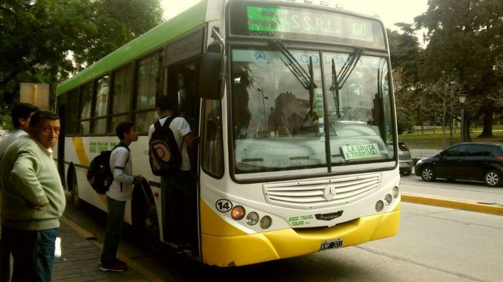Proponen el uso de tarjeta para el boleto urbano de colectivo