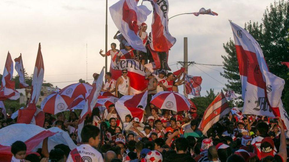 Viedma se tiñó de rojo y blanco en los festejos por la Libertadores de River