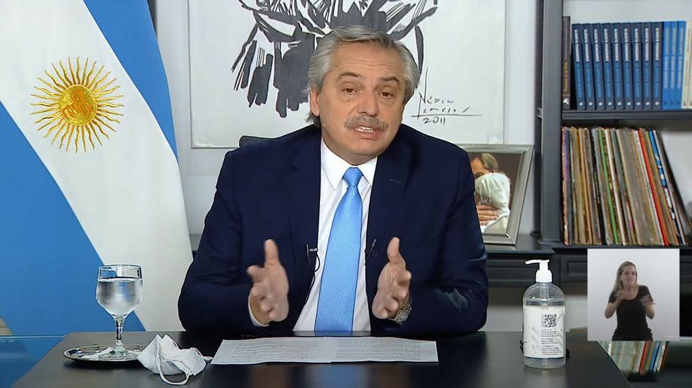 """Alberto Fernández explicó su frase sobre el """"relajamiento"""" y le habló al personal de salud"""