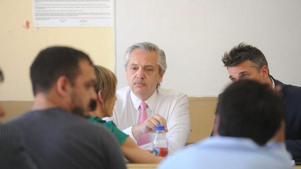 Alberto Fernández tomó examen en la UBA y aprobó a todos