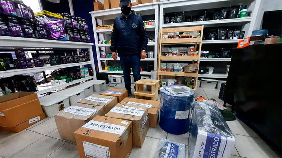 """Banda desbaratada: vendían supuesto producto """"milagroso"""" contra el Covid"""