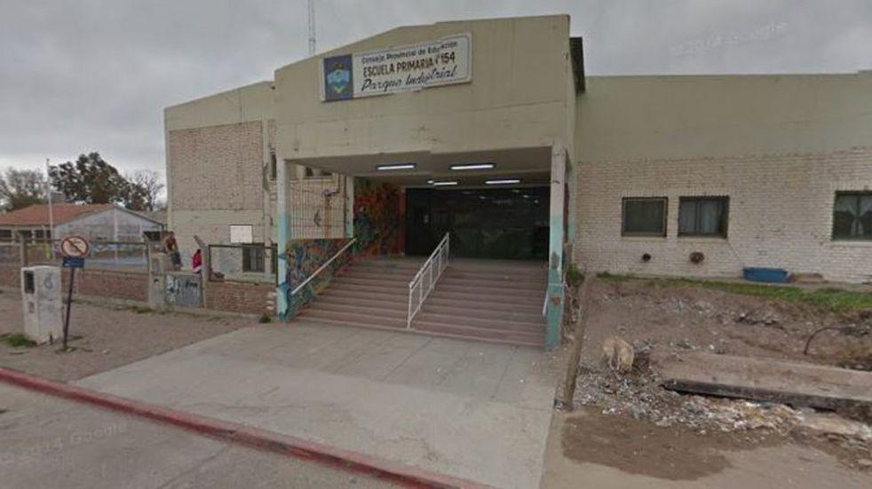 Un portón de una escuela que estaba en malas condiciones se cayó encima de una niña de 10 años