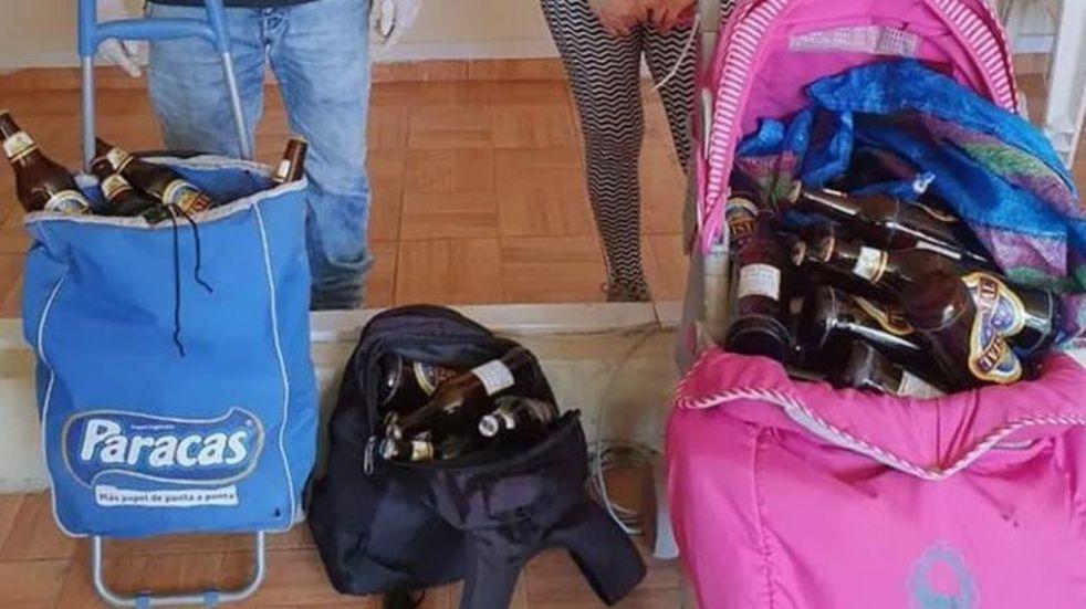 Una pareja fue detenida por usar el cochecito de su bebé para hacer delivery de cervezas