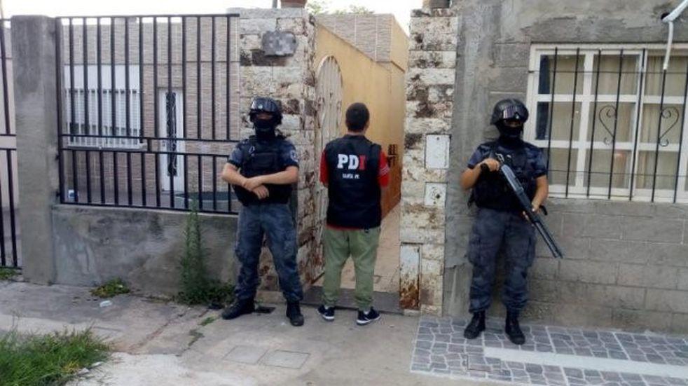 Imputaron al líder de una banda que usurpaba casas en zona sur