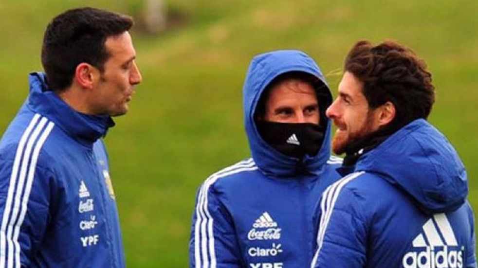 Beccacece apuntó a Scaloni por haberse quedado en la Selección Argentina