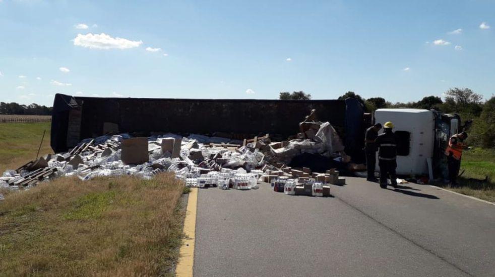 Río Cuarto: volcó un camión en la ruta 36 y quedó resentido el tránsito