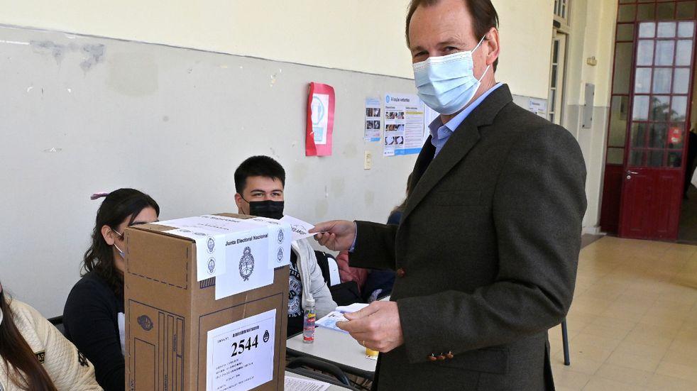 PASO 2021: Gustavo Bordet ya emitió su voto y pidió a los entrerrianos que vayan a las urnas