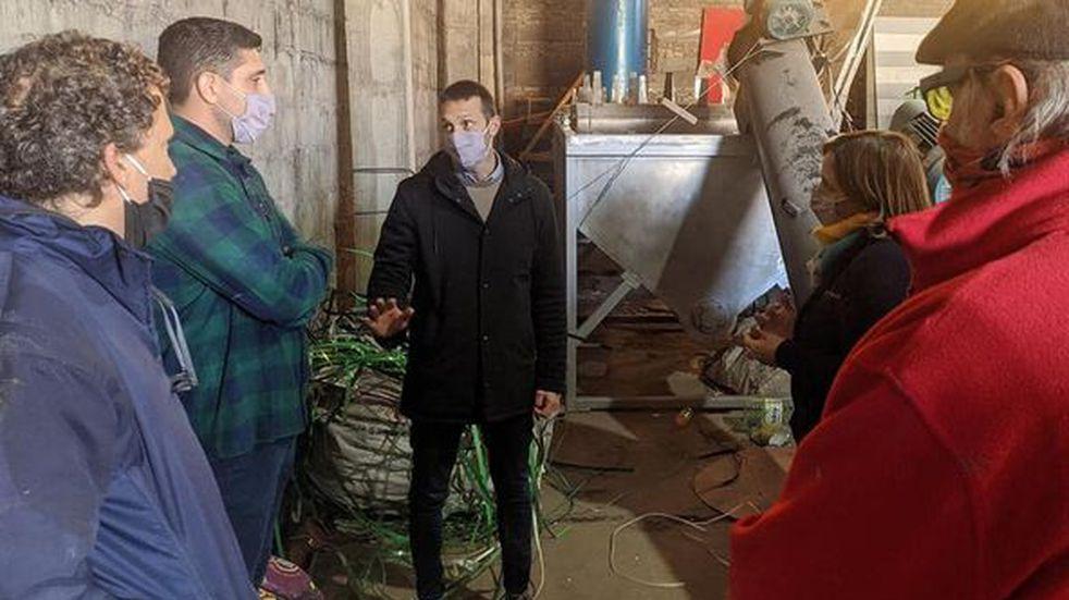 Intendente de Pérez junto a Franco Blatter visitaron la planta fotovoltaica del Club Nueva Unión