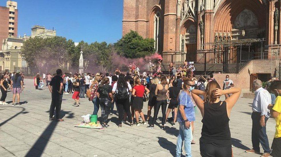Polémica por los festejos de egresados en la Catedral, pese a las restricciones