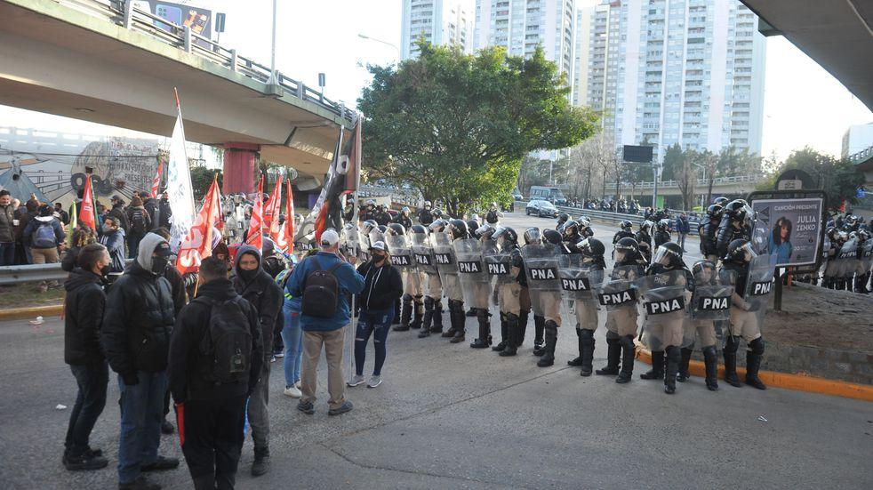 Hubo un nuevo corte total en puente Pueyrredón por una manifestación de trabajadores despedidos